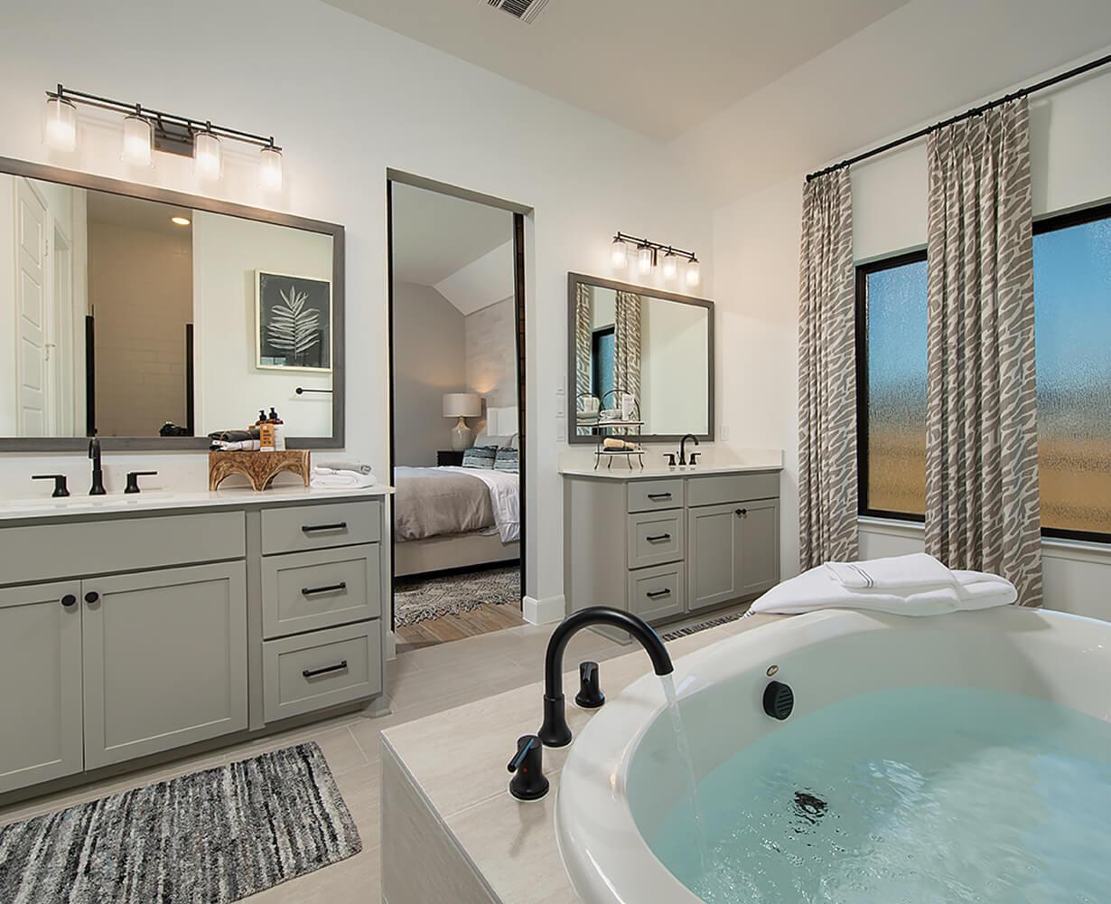 Perry Homes Master Bath Photo